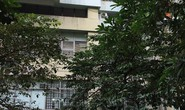 Bé trai 5 tuổi rơi từ tầng 7 tòa chung cư xuống đất