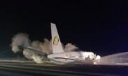 Đang bay gặp sự cố, máy bay Boeing khẩn cấp hạ cánh cứng