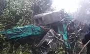 Xe tải chở máy xúc lao xuống vực sâu 100 m, 4 người thương vong