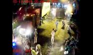 Dân ghi hình hàng chục CSGT quét dầu nhớt trên quốc lộ giữa đêm