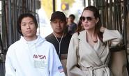 Pax Thiên rạng rỡ bên mẹ nuôi Angelina Jolie