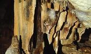 Bí ẩn bàn tay mất ngón ma quái trên vách hang động