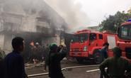 Cháy lớn kho hàng 2.000 m2 gần chợ Vinh, người dân hoảng sợ tháo chạy