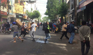 Clip: Hàng trăm người lao vào đám cháy cứu tài sản
