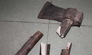 Sau cãi nhau, vợ cầm búa gỗ đánh chồng tử vong