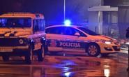 Ném lựu đạn vào đại sứ quán Mỹ rồi tự sát