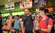 Không thể chạm trán Tuấn Hạc, Flores gặp Johnny Trí Nguyễn tại TP HCM