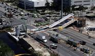 Mỹ: Sập cầu đi bộ 950 tấn mới xây, nhiều người thương vong