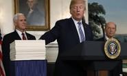Giằng co đến phút chót, ông Trump cho qua ngân sách mới