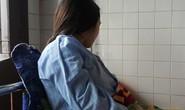 Giây phút kinh hoàng phụ huynh đạp vào lưng, bụng, bắt nữ giáo viên mang thai quỳ