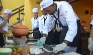 Đầu bếp trên tàu sân bay Mỹ học làm mì Quảng, bánh xèo