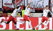 Bò đỏ Salzburg đại náo Europa League, Arsenal thoát hiểm thần kỳ