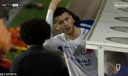 Dứt điểm dở tệ, Morata bị ném đá