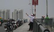 Bất chấp biển cấm
