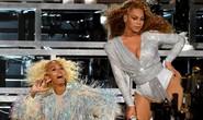 Beyonce và em gái ngã lăn trên sân khấu
