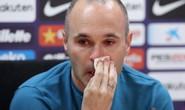 Iniesta ngấn lệ buổi họp báo chia tay Barca
