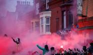 Fan Liverpool ăn mừng trận thắng Man City như thể vô địch