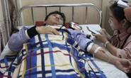 Bác sĩ và thực tập sinh bị bố bệnh nhi đánh trọng thương