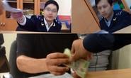 Đình chỉ 3 cán bộ hải quan có hình ảnh nhận tiền bôi trơn