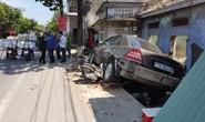 Bình Định: Một ngày xảy ra 2 vụ ô tô tông sập nhà dân