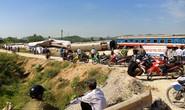 Ngổn ngang hiện trường vụ tai nạn đường sắt 11 người thương vong