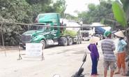 Người dân dựng barie chặn hàng trăm xe tải chở đá gây ô nhiễm