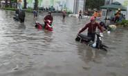 TP HCM: Nước ngập đến yên xe sau cơn mưa chiều cuối tuần
