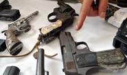 Cán bộ công an đột nhập kho vũ khí lấy trộm 5 khẩu súng