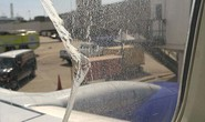 Cửa sổ máy bay vỡ trên không trung