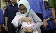 Bị cáo không được phép mang con sơ sinh vào phòng xử án