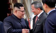 Ông Kim Jong-un tới Singapore, được vệ sĩ chạy bộ đưa về khách sạn