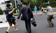 Bị quan chức Triều Tiên đòi xét điện thoại vì nghi chụp hình ông Kim