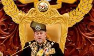 Vua Malaysia tự giảm lương giúp trả nợ quốc gia