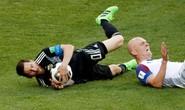 Đừng bắt Messi chơi… bóng bàn