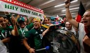 CĐV Đức và Mexico tranh luận: Bóng đá mà!