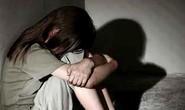 Vào nhà khi không có người lớn, nam thanh niên hiếp dâm bé 8 tuổi