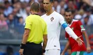 Xin áo Ronaldo, trọng tài bị cầu thủ Morocco chỉ trích