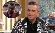 Ca sĩ Anh dùng ngón tay thối ra hiệu khai mạc World Cup
