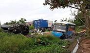 Xe khách tông xe 4 chỗ, ít nhất 2 người thiệt mạng