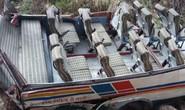 Xe buýt lao xuống vực tung cả nóc, ít nhất 44 người thiệt mạng