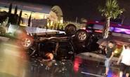 Xe bán tải lật ngửa dưới trời mưa, 5 người thương vong