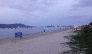 Tìm thấy bé gái người Lào đi lạc 2km trong lúc tắm biển Đà Nẵng
