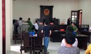 VIDEO: Chí Phèo Bình Chánh đánh kiểm sát viên và phóng viên tại tòa