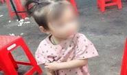 Bé gái 2 tuổi mất tích bí ẩn khi chơi trước sân nhà