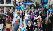 Quốc Cơ- Quốc Nghiệp làm náo nhiệt đường phố với cách di chuyển lạ