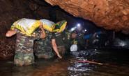 Giải cứu đội bóng nhí Thái Lan: Từ lúc trời trong xanh đến khi cúi đầu cảm ơn đội cứu hộ