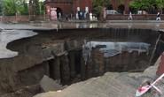 Pakistan: Mưa lớn nhất trong 38 năm, 2 hố tử thần khổng lồ há mồm