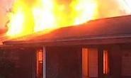 Cự cãi, mang 20 lít xăng đốt nhà người yêu khiến 2 người tử vong