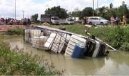 Tai nạn kinh hoàng, 3 người chết, xe tải văng xuống mương