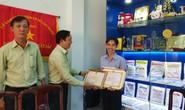Khen thưởng thầy giáo Bio Hoàng Trọng Khánh